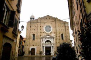 Il Duomo di Salò è una delle attrazioni principali da visitare nel paesino sulla sponda bresciana